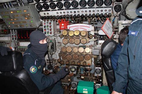 interno di un sommergibile s524 in immersione con il sommergibile longobardo