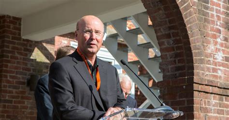 Darden Mba Alumni Portal by Philip Knisely Mba 78 Receives Uva Darden S Highest