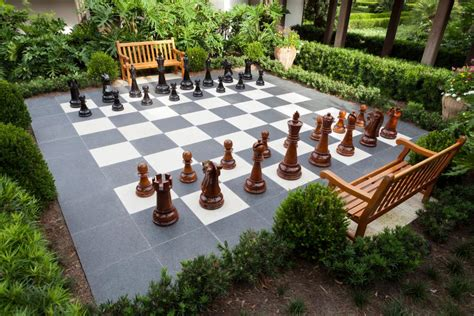 outdoor like horseshoes and chess
