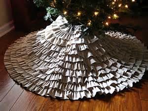eat sleep decorate diy ruffled tree skirt