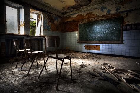 Green Colored Rooms by 19 Blood Curdling Scary Stories That Will Steal Your Sleep