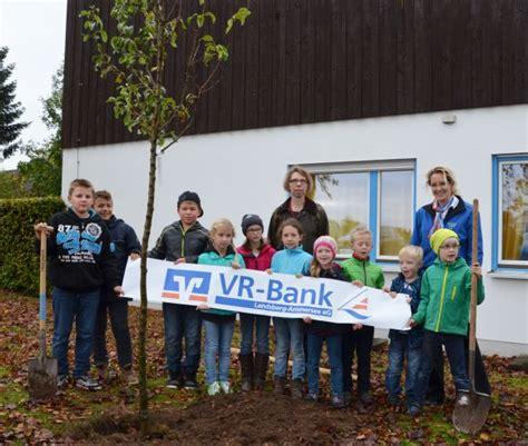 ammersee bank 2014 10 29 ein obstbaum f 252 r die grundschule erpfting