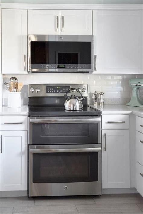 White Shaker Kitchen Cabinets Lowes by Best 25 Above Range Microwave Ideas On Stove