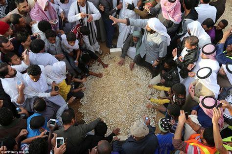 sheikh funeral traditions saudi arabia s king abdullah dead aged 90 following battle