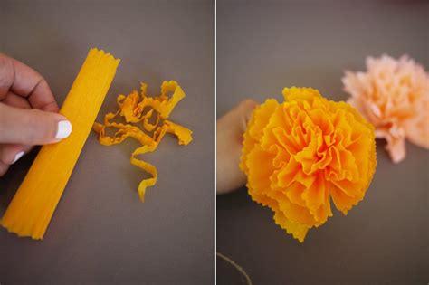 How To Make Pom Poms With Crepe Paper - diy crepe paper pom pom garland honestlyyum