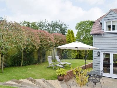 Cottages Tewkesbury Area by Cottage Ref Nsq In Twyning Near Tewkesbury