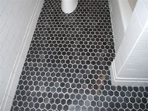 Retro Bathroom Flooring by Best 25 Vintage Bathroom Floor Ideas On