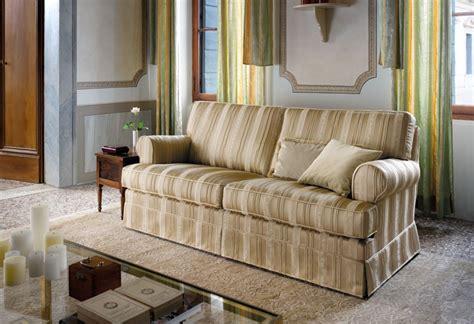divani in stoffa classici divano classico tamigi divano artigianale sofa club