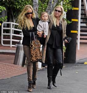 Cdan Blind Items Revealed Kimberly Stewart Baby With Benicio Del Toro Named Delilah