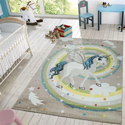 kinderzimmer teppich einhorn moderner kinderzimmer teppich fabeltier einhorn regenbogen