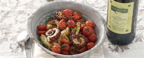 polpo sedano polpi alla piastra con pomodorini e sedano sale pepe