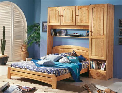 chambre a coucher avec pont de lit lit pont ra secret de chambre lit adulte