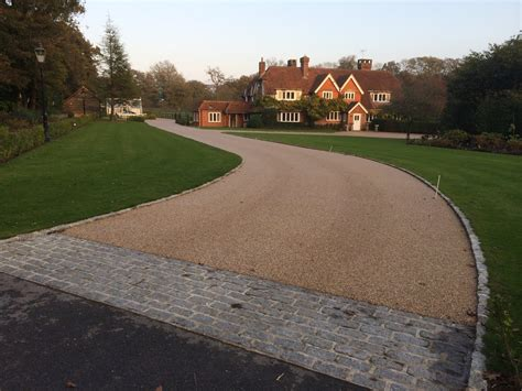 new resin bound gravel driveway surface mid kent laid resin bonded stone paving in somerset