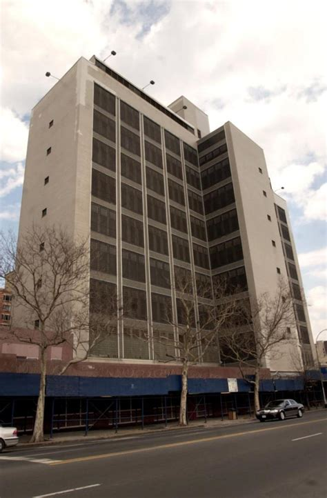 brooklyn house jail 2 inmates stabbed 1 officer injured in brooklyn jail attack ny daily news