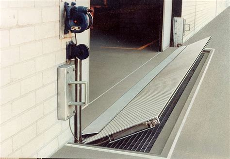 Garage Door Barrier Garage Door Flood Barrier Wageuzi