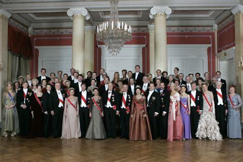 royal family thai king world s wealthiest royal