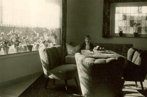 Modernes Wohnzimmer Aus Dem Jahrhundert by Im Wohnzimmer Auf Dem Sofa Chroniknet Bilder