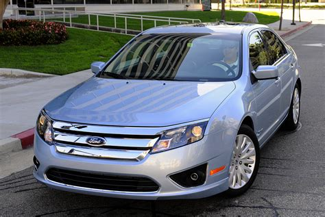 how make cars 2011 ford fusion parking system 2011 ford fusion hybrid delivers 41 mpg in city driving new on wheels groovecar