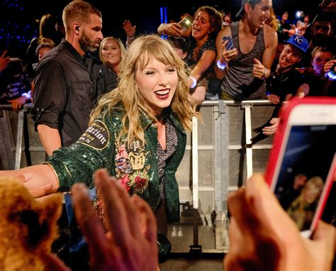 taylor swift engaged july 2018 seeing stars best celebrity photos from set red carpets