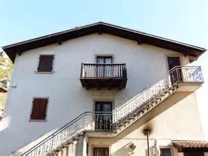 haus treppen kostenloses foto haus treppe balkon au 223 entreppe