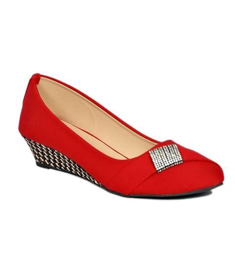 comfortable low heel pumps 35 best women s comfort heels to embellish your look