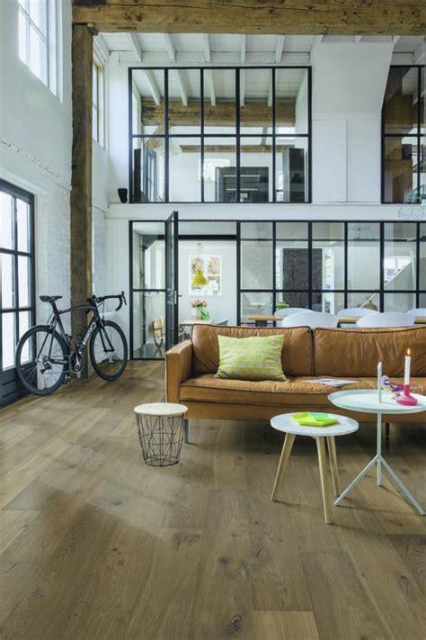 industrial living area design ideas with wooden high ceiling utiliser le puits de lumi 232 re pour transformer son
