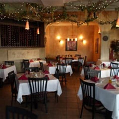 white cottage pizza italian restaurant order food