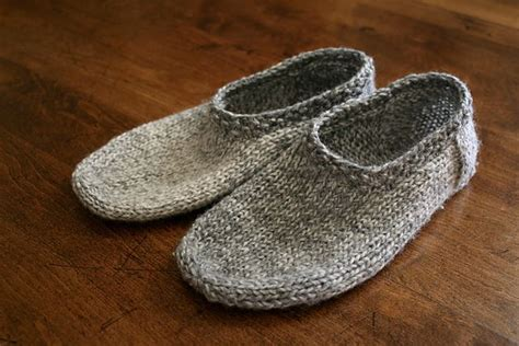 knitted slipper pattern 25 best ideas about knit slippers pattern on