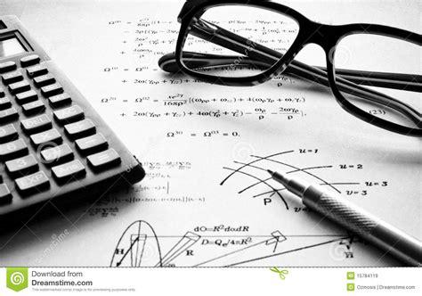 imagenes matematicas blanco y negro la f 237 sica ejercita blanco y negro im 225 genes de archivo