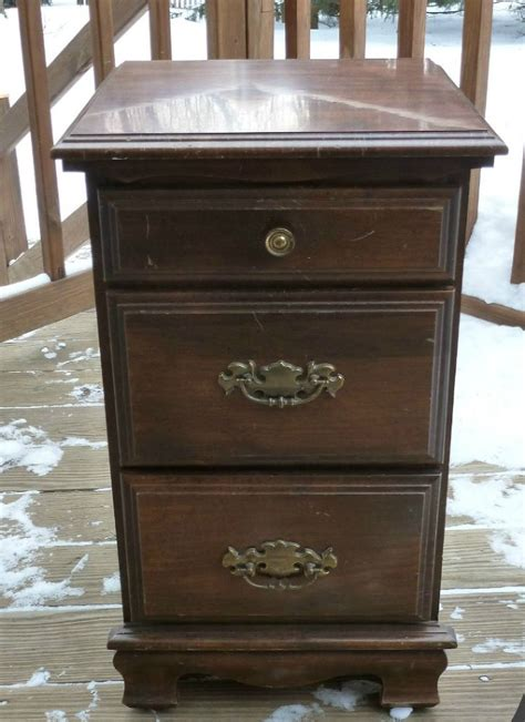 chalk paint nightstand hometalk how to use chalkpaint on an laminated