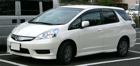 best 7 seater family cars available in pakistan price