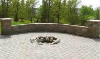 Backyard Design Landscaping Sitting Walls Gradeandgreen Com