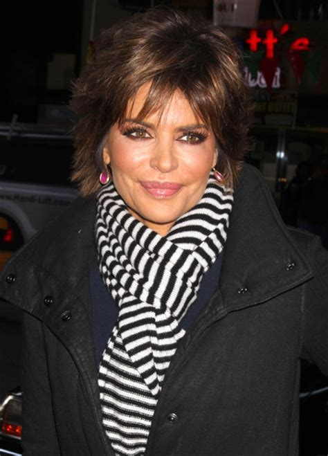 video of lisa rinna doing her hair lisa rinna wears cute cut subtly styled for today show
