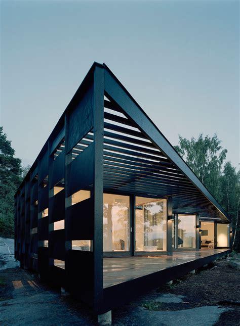 ta bay lightning colors 斜めに建ったビーチハウス 寝室からのパノラマビュー 住宅デザイン