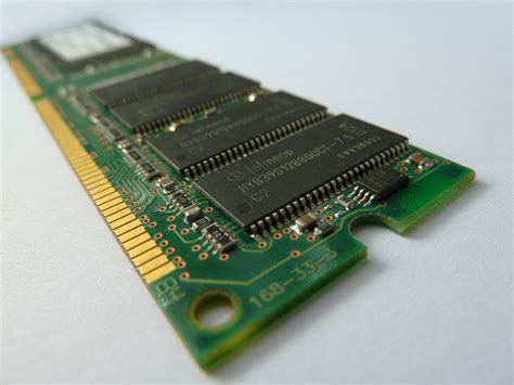 picture of a ram file ram chip jpg wikimedia commons