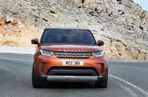 new land rover discovery debuts at motor show