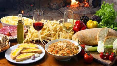 foto tavola imbandita tavola imbandita dieta mediterranea colle petrito