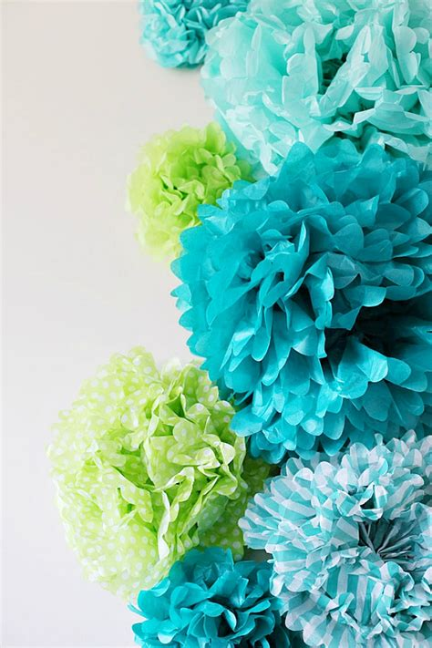 Pom Poms With Tissue Paper - tissue paper pom poms home decorating trends homedit