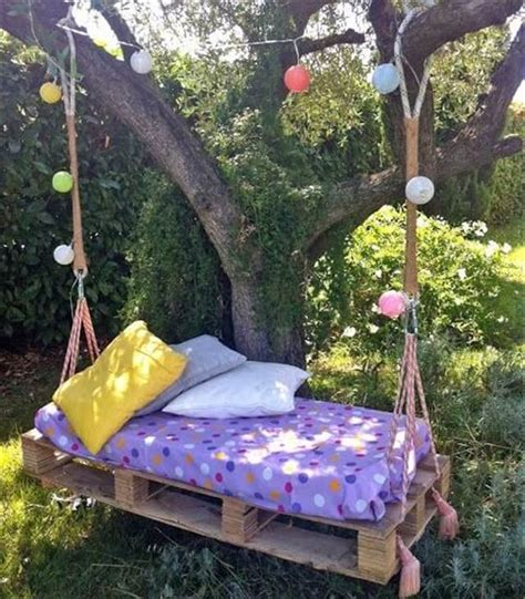 swinging pallet bed 33 pallet swings chair bed and bench seating plans
