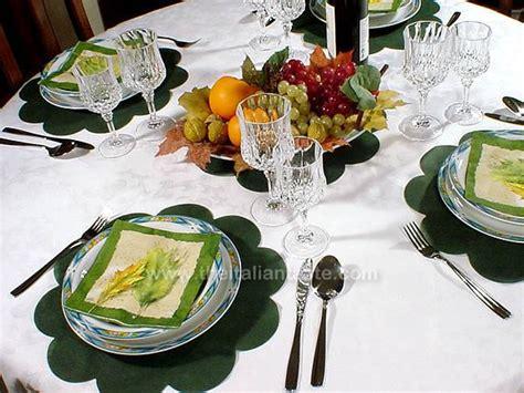 tavola autunnale tavola autunnale con frutta fresca