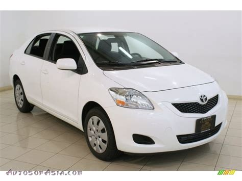 toyota yaris 2012 white 2012 toyota yaris sedan in white 012735 autos of