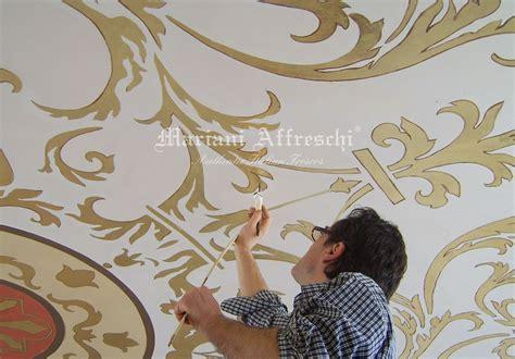 decori soffitto mobili bagno fantasia legno