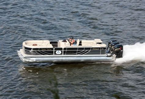 worlds fastest outboard boat fastest pontoon boat in the world tops out over 114mph