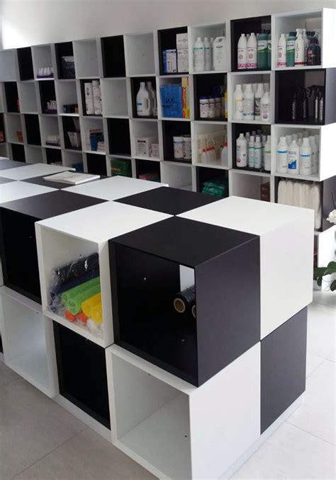 cubi arredamento arredamento negozio con cubi in legno laccato