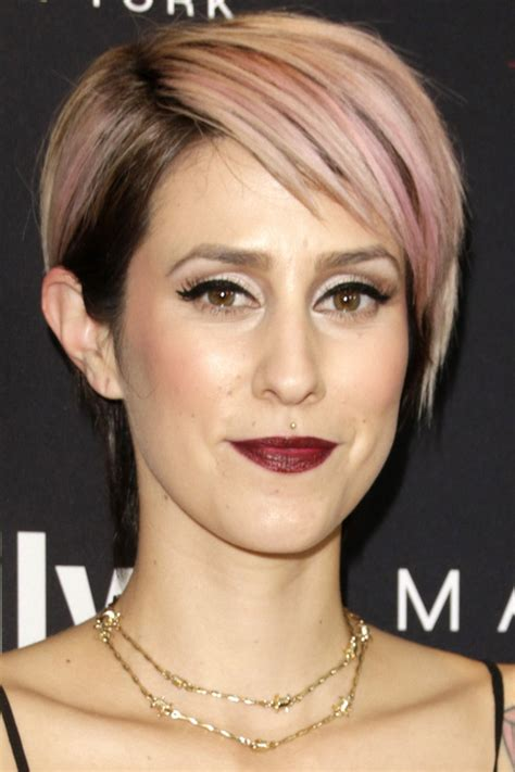 short hairstyle with side bangs   Elle Hairstyles