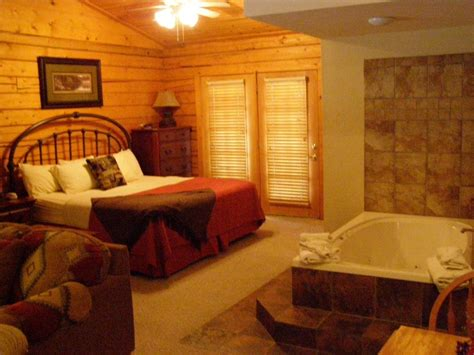 2 bedroom suites in branson mo romantic weekend getaways branson missouri romantic getaway cabins 1 bedroom log cabins