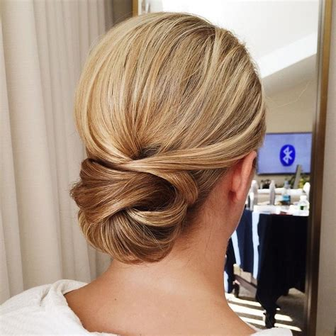 Simple Bun Hairstyles by Best 25 Simple Wedding Updo Ideas On Chignon