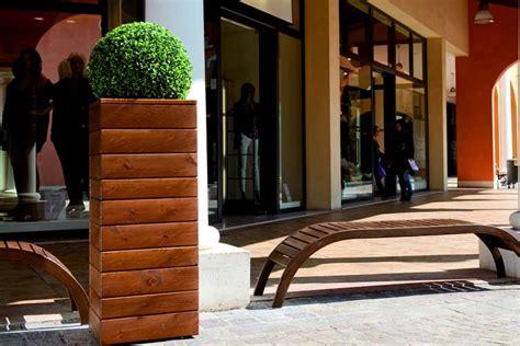 arredo urbano fioriere mobili da giardino in legno silea srl panchine tavole