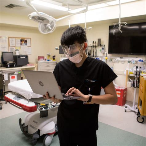 emergency room doctor description courseworkexles x fc2