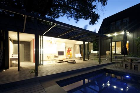 Modern Glass House Decked Architecture Modern South Yarra Pool House By Artillery Keribrownhomes